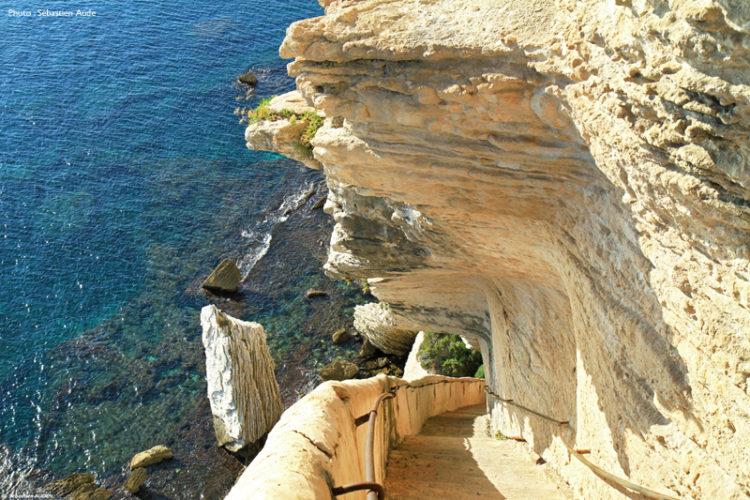 Esaclier-royaragon-monument-historique-Bonifacio-Corse.jpg