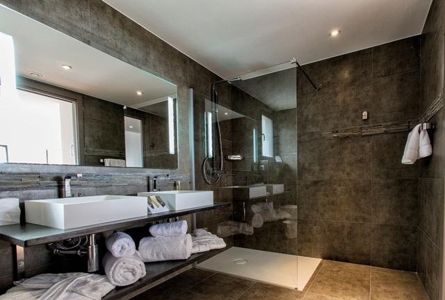 Hotel-versionmaquis-salledebain-bonifacio-corse.jpg