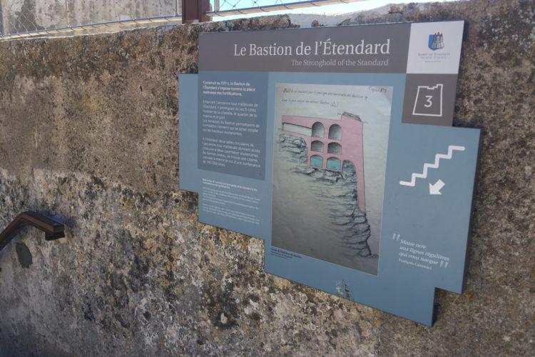 Bastion-etendard-monuments-historique-Bonifacio-Corse.jpg