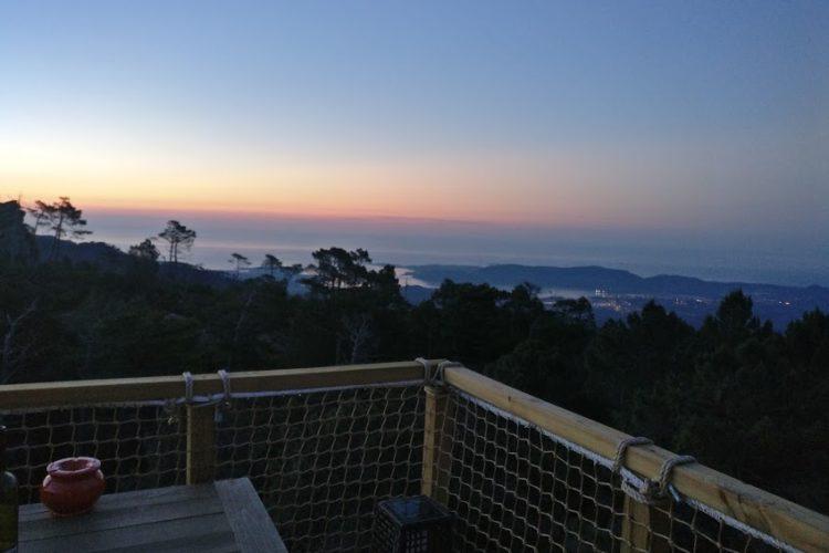 Hébergement-glamping-montagne-insolite-soirée-Corsica.jpg