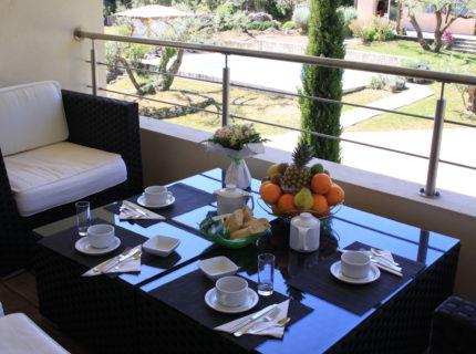 Location-natureetdesgin-chambre-petitdej-Bonifacio.jpg