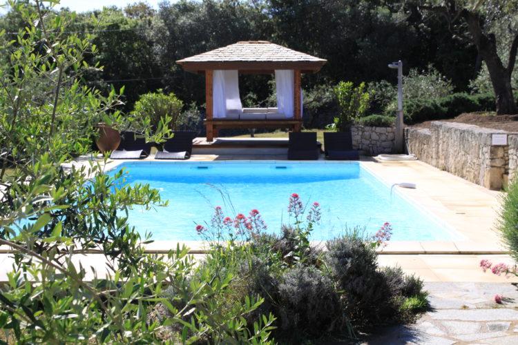 Location-natureetdesgin-chambre-piscine-Bonifacio.jpg