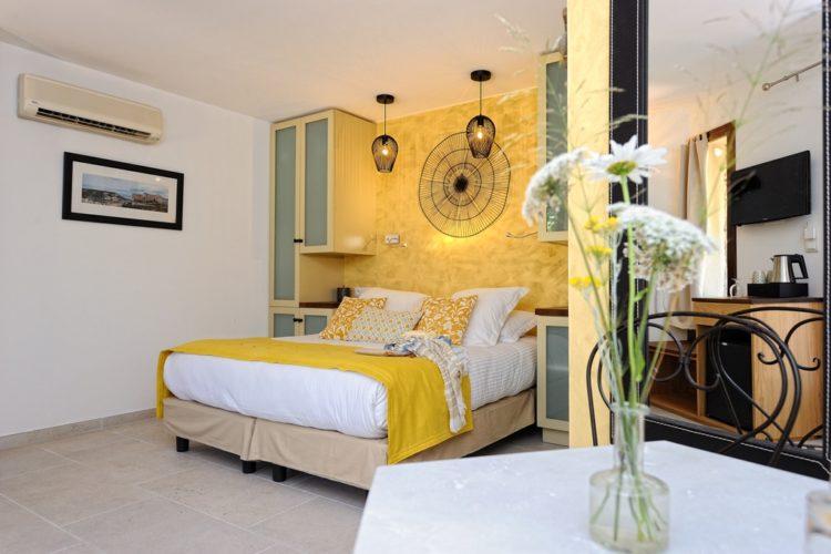 Chambre-Cosy104-chambre-et-miroir.jpg