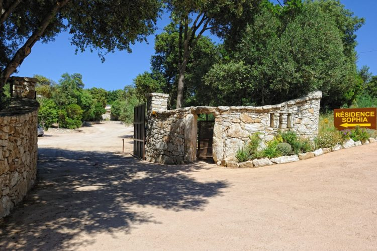 Entrée-residence-sophia-Bonifacio.jpg