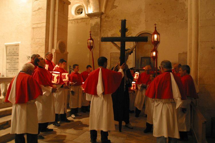 Procession-chasse-religion-semainesainte-Bonifacio