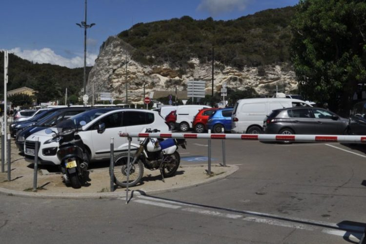 parking-minute-Port-de-plaisance-Bonifacio.jpg