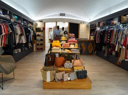 Boutique-monbijoux-vetement-corsica-Bonifacio.jpg