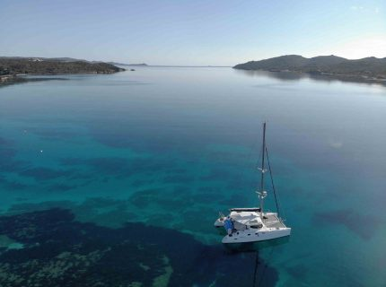 Catamaran-dans-le-golfe-maora-b-sailing-Bonifacio-Corsica.jpg