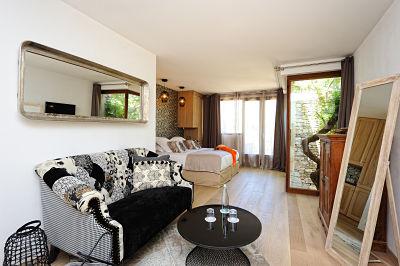 A-Cheda-Jardin- extérieuronifacio-chambre-Corsica.jpg