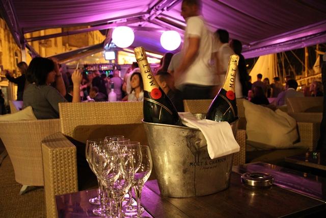 bar-b52-terrasse-bonifacio-corse.jpg