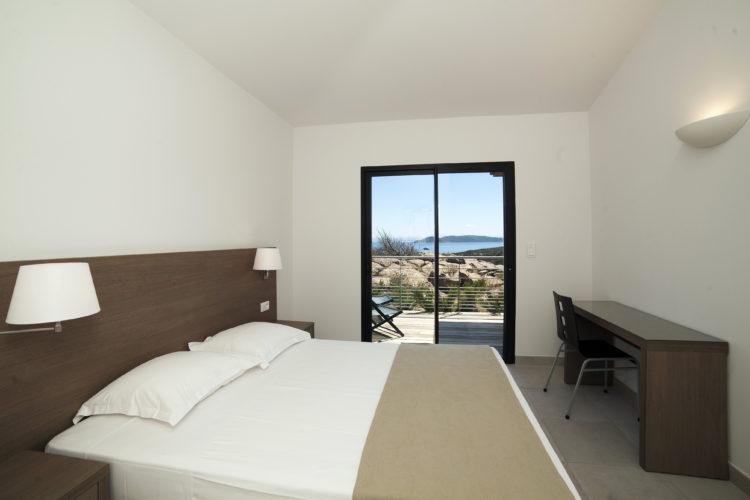 Résidence-terrasse-rondinara-suite-piscine-Bonifacio-Cors.jpg