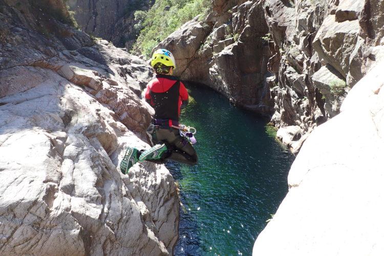 Activités-groupe-aqacanyon-rivière-Corsica-bonifacio-corse.jpg