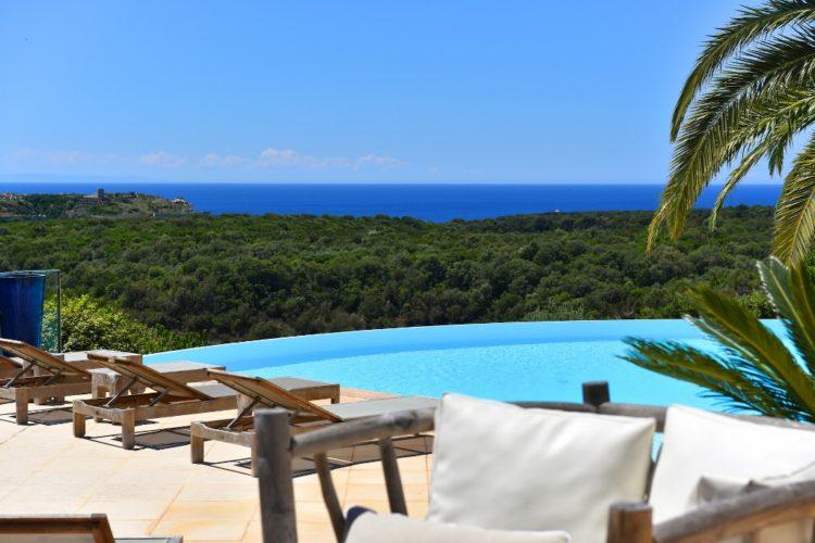 Résidence-terra-marina-piscine-Bonifacio-corsica-vacances.jpg