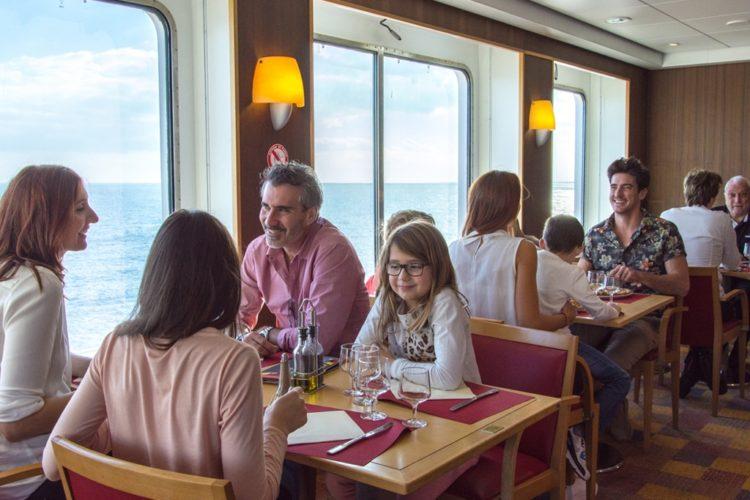 CorsicaLinea-Suitefamiliale-restaurant-Corsica-bateaux-transport.jpg
