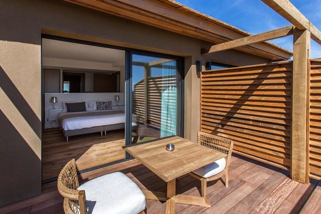 Hotel-versionmaquis-terrasse-bonifacio-corse.jpg