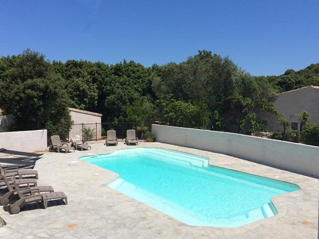 Résidence-perladimacchia-piscine-bonifacio-corse.jpg