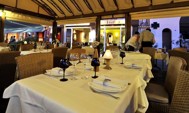 Restaurant-levoilier-port-bonifacio-corse.jpg