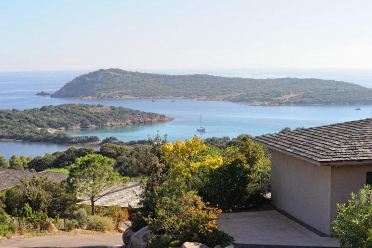 Résidence-terrasse-rondinara-vue-Bonifacio-Cors.jpg