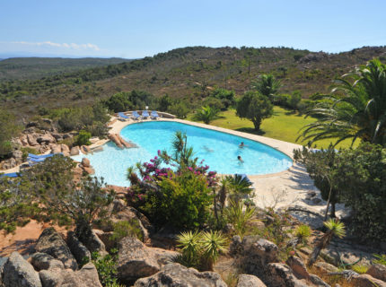Résidence-santamonica-famille-piscine-bonifacio-corse.jpg