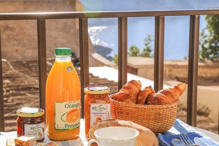 Location-Aifairi-studio-Vacances-déjeuner