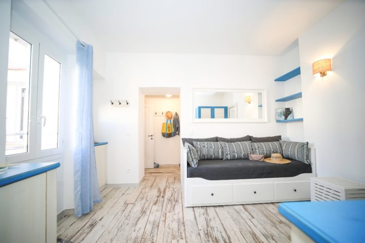 Location-Aifairi-studio-Vacances-salon