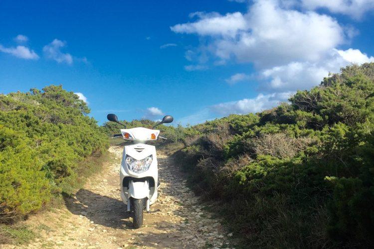 Location-scoot-rent-paysage-Bunifazziu-Corsica.jpg