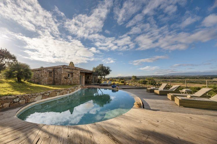 lesmaisonsdumaqui-piscine-vue-Corsica.jpg