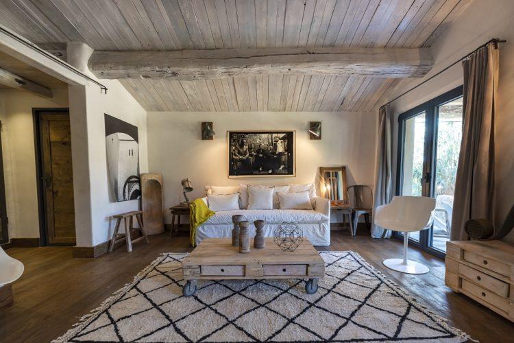 lesmaisonsdumaqui-salon-vue-Corsica.jpg