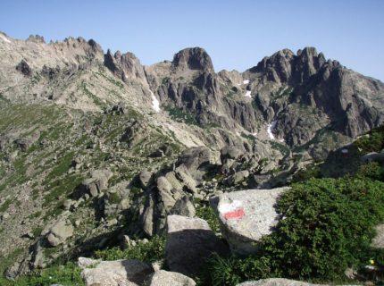 GR20-balade-sentier-corsica-maquis-montagne.jpg