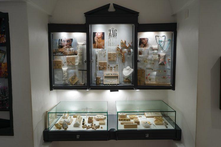 Boutique-monbijoux-vetement-bijoux-corsica-Bonifacio.jpg