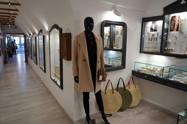 Boutique-monbijoux-vetement-marine-corsica-Bonifacio.jpg