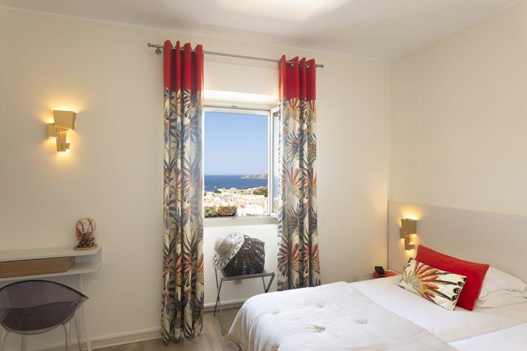 hotel-bonifacio-corse-santateresa-falaise-vue-mer-sardaigne-chambre