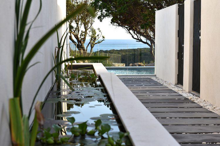 Hotel-caladigreco-bonifacio-corse-chambre-piscine-extérieur