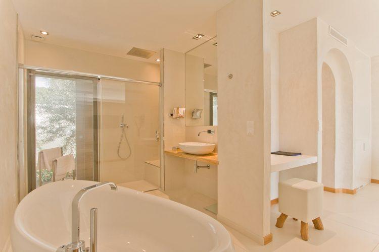 Hotel-caladigreco-bonifacio-corse-chambre-piscine-salle-bain