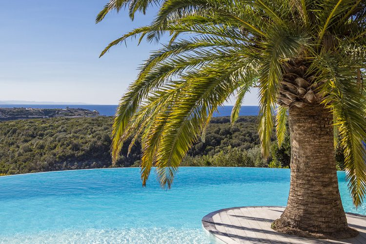 Hotel-caladigreco-bonifacio-corse-chambre-piscine-vue