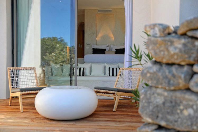 Hotel-caladigreco-bonifacio-corse-chambre-suite-terrasse
